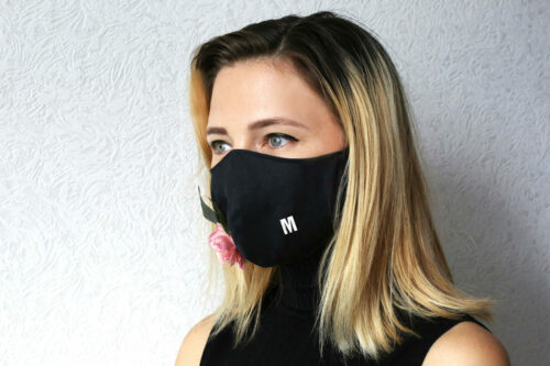mmask.it modella con mascherina moda